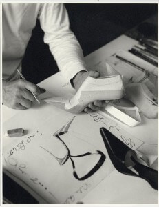 MANOLO-BLAHNIK-DRAWING---MICHAEL-ROBERTS